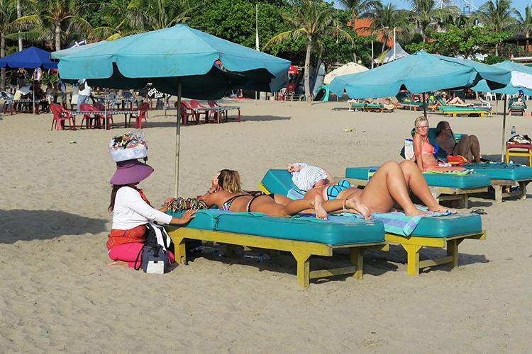 Vendors on Kuta Beach